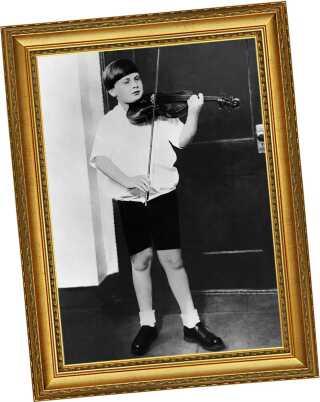 Det bare 10 år gamle vidunderbarn Yehudi Menuhin fotograferet i 1926.