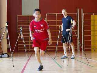 Billedet er fra juni 2015, hvor elever fra 3. klasse på Tagensbo Skole i København var i gang med en fysisk test, der skulle vise, hvor god form de var i. De havde gennem skoleåret dyrket henholdsvis styrketræning, holdspil eller intervalløb. Sideløbende med testen blev de også testet hukommelsesmæssigt.