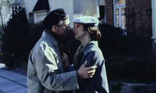 Sonja Oppenhagen og Paul Hüttel i en scene som de forelskede Vicki og Herbert.
