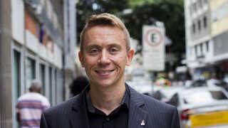 Peter Efland er dansk vicekonsul i Brasilien og arbejder med eksportfremmende aktiviteter inden for energiområdet fra sin base i OL-byen Rio de Janeiro.