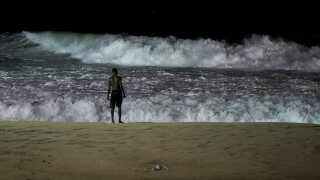 Et vindkort viser, at især Nordøst-Brasilien har god, stabil vind og er oplagt til vindmølleparker. Men det blæser også tit længere nede langs kystlinjen, og flere OL-løb er allerede blevet skubbet på grund af blæsevejr. - På billedet fra april 2016 viser havet tænder ved Ipanema-stranden i Rio de Janeiro.