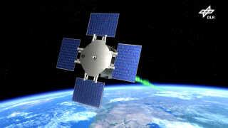 Eu:CROPIS-satellitten drejer om sin egen akse for at simulere tyngdekraften på hhv. Månen og Mars. Indeni befinder de to drivhuse sig.