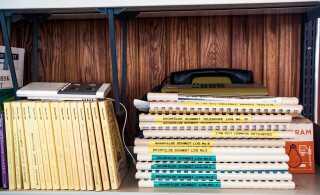 De gamle logbøger ligger fortsat urørt på Schmidt observatoriets hylder.