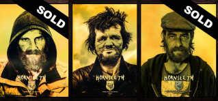 Kristian von Hornsleth laver portrætter af de hjemløse, som kan købes. Der er både en billig og en dyr udgave. - Det henviser også til klassedeling. Hvem vil betale mest?, siger kunstneren selv.