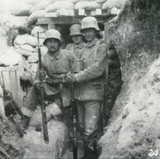 Forposter i Champagne, hvor det slesvig-holstenske skytteregiment 86 fra oktober 1915 til juni 1916 lå i stilling tre kilometer syd for frontlinien.