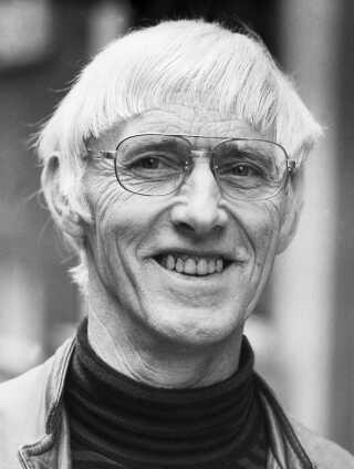 Halfdan Rasmussen var en af landets mest populære digtere og kendes i dag især for sine børnerim og 'Halfdans ABC'. Han døde i 2002.