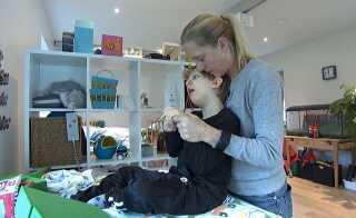 Valdemar er i syv år blevet hjemmetræning af sin mor Helle Emgren.