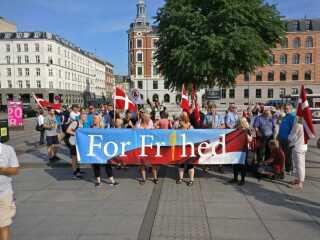 Foreningen For Frihed demonstrerer til fordel for tildækningsforbuddet. Foto: Andreas Fløistrup