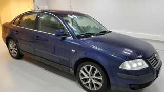 Den blå VW Passat, som politiet mener er blevet brugt som flugtbil efter drabet, blev fundet og beslaglagt under ransagningerne i dag.