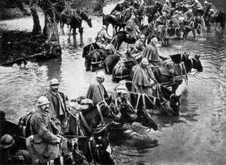 Franske soldater til hest på vej til Verdun holder pause.