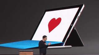 Chefen for Microsoft Surface, Panos Panay, var så meget oppe at køre ved præsentationen af Microsofts nye computere tirsdag aften, at han nærmest var ved at selvantænde.
