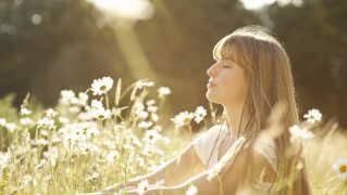 Vi er omgivet f støj og larm mange steder fra, men stilhed styrker faktisk hjernen.