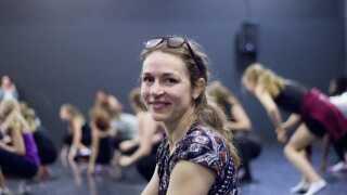 Anne Catrine Korning er ansvarlig for børn- og ungeprogrammet på verdenskongressen i dans. Hun fortæller til P1 Morgen, at skolerne har fået  interesse for dans og bevægelse efter den nye skolereform er trådt i kraft.