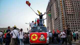 Demonstranter protesterer mod Tyrkiets angreb, der blandt andet var rettet mod Kandil-bjerget, hvor PKK's militære ledelse befinder sig.