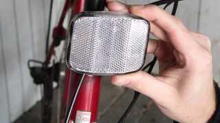 Ordentligt påmonterede cykelreflekser er altafgørende for cyklisters sikkerhed.