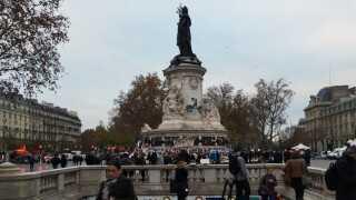 Place de la République mandag morgen.