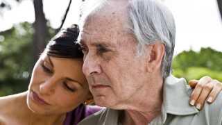 Alzheimers ændrer den syges personlighed, og det er så hårdt at skulle håndtere det som de nærmeste pårørende.