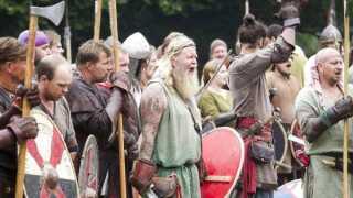 Hver sommer siden 1977 er vikinger fra nær og fjern strømmet til det årlige vikingetræf