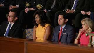 Den tomme stol stod ved siden af førstedame Michelle Obama.