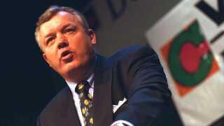 Hans Engell på talerstolen under Det Konservative Partis landsråd i 1996.
