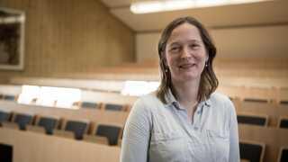 Liv Hornekær, lektor i fysik ved Institut for Fysik og Astronomi på Aarhus Universitet, er én af de fem modtagere af EliteForsk-priserne 2016.