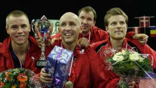 Michael Maze, Allan Bentsen og Finn Tugwell med blomster efter sejren ved europamesterskabet for hold i 2005.