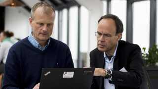 Manden til venstre er professor og centerleder Jens Bangsbo fra Center for Holdspil og Sundhed, der sammen med overlæge Peter Riis Hansen fra Gentofte Hospital er ved at lægge sidste hånd på deres konklusioner.