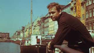 Dirch Passer havde travlt med film. Også i 1960 hvor dette billede er taget. Hele otte  spillefilm blev det til det år - blandt andet 'Baronessen fra benzintanken' og 'Sømand i knibe'. Derudover nåede han også lige to teaterstykker og en revy.