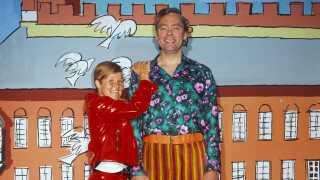Daimi og Dirch Passer sang 'Hvem har du kysset i din gadedør' i Cirkusrevyen i 1967. en revy, hvor Dirch også optrådte som temperamentsfuld russisk klovn.