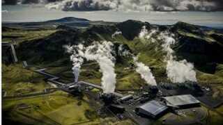 Det geotermiske kraftværk Hellisheidi, der pumper 5000 tons CO2 ned i undergrunden om året.