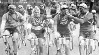 Julien Vervaecke og Maurice Geldhof får sig en cigaret underTour de France i 1927.