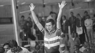 Niels Fredborg på medaljeskamlen efter sin triumf ved Legene i 1972.