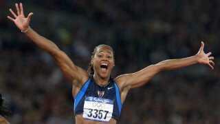 Marion Jones var den store stjerne ved OL i Sydney, hvor hun vandt guld på 100 og 200 meter og fem medaljer i alt. Det blev senere taget fra hende, da hun indrømmede brug af doping.