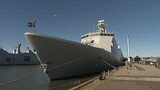 Absalon er et af Søværnets to største krigsskibe og har før været med til at bekæmpe pirater i Det Indiske Ocean. Søsterskibet Esbern Snare var for to år siden med til at transportere kemiske stoffer ud af Syrien.