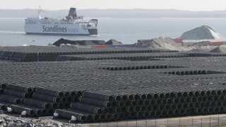 Sådan ser det ud, når man samler omkring 200.000 rør til en gasrørledning. Her er de dele, der blev brugt til Nord Stream 2's forløber. REUTERS/Tobias Schwarz