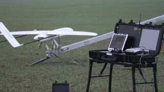 Dronen og dens laser scanningssystem er udviklet i et samarbejde mellem DTU og Integra A/S med penge fra Villum Fonden. Her kan man også se udstyret, man bruger på landjorden. - Det er meningen at indkøbe flere droner til arbejdet. Man regner også med, at dronen kan bruges til overvågning af hvalbestanden i de nordlige farvande. Den overvågning foretager Grønlands Naturinstitut i øjeblikket med fly.