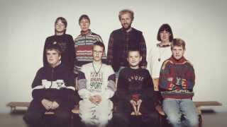 Christian Fuhlendorff med sine tre lærere og fire klassekammerater i 5. klasse på Parkskolen i Ballerup i 1994/95.