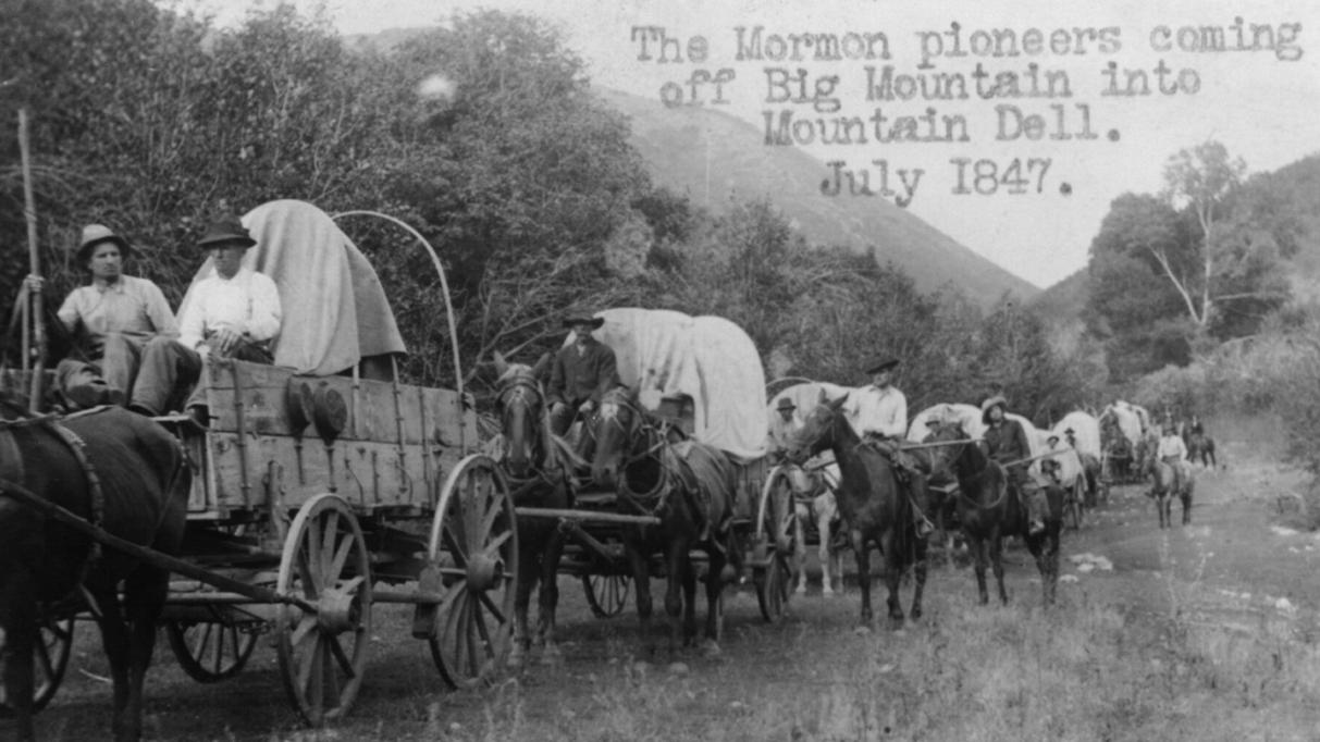 Mange af de første dansk immigranter i USA enten var eller blev mormoner, og de slog sig ofte ned i staten Utah. Dette billede fra 1911 viser en genopførsel af de første mormonske pionerers ankomst til Salt Lake Valley i 1847.