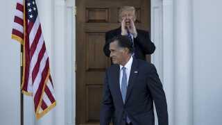 """USA's kommende præsident Donald Trump mødtes kort tid efter valgsejren med Mitt Romney. """"Det gik godt,"""" som Trump efterfølgende råbte til de ventende journalister."""