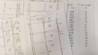 Eksempler på timeopgørelser fra de byggepladser, hvor rumænerne har arbejdet, og rumænernes egne noter over, hvor meget de har arbejdet for IF Group hver enkelt dag.