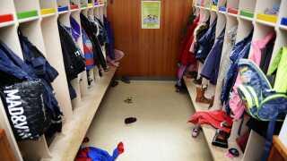 Forældre bliver for eksempel bedt om at komme til arbejdsdage, hvor man klarer praktiske gøremål i børnehaven. Der kan også være tale om hjælp til sociale arrangementer.