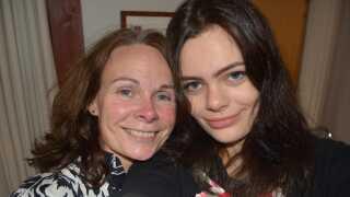 Nina og hendes mor Anne får et helt særligt forhold af at rejse rundt i verden sammen.