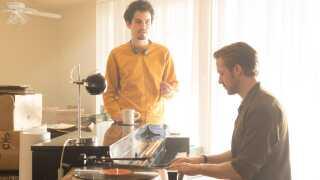 Ryan Gosling ved klaveret sammen med instruktør Damien Chazelle.
