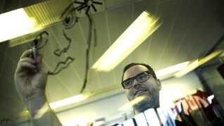 Martin Nebelong skal tegne årets u-landskalender. Han blev valgt blandt 200, der var parate til det.