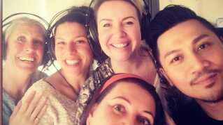 Anjas korsangere til Eurovision: (fra venstre) Trille Palsgaard, Jasmin Gabay, Julie Lindell, Linda Andrews og Andy Roda.