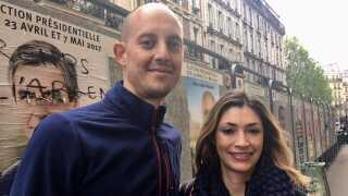 Wesley Lebeau og hans kæreste Emma arbejder begge i banksektoren og de synes Fillons skandaler er blevet stærkt overdrevet i medierne.