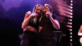 Melanie C var danske MØ's store idol, da hun var barn. Her optræder de sammen til MØs koncert i London sidste år.