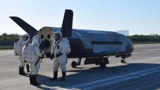 X-37B er en robotudgave af rumfærgen i miniputformat. Den er kun 8,8 meter lang mod rumfærgens 37 meter.