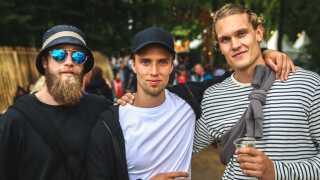 Brødrene Hans og Peter Andersen (tv) og deres ven Jesper Smed havde købt en dagsbillet. De var skuffede over musikprogrammet, som de blandt andet mener havde for mange coverbands og manglede store hovednavne.