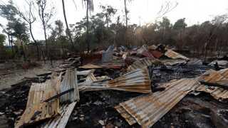 Myanmars sikkerhedsstyrker anklages blandt andet for at brænde rohingya-muslimers huse ned.